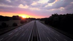 Alba sopra l'autostrada tedesca rurale archivi video