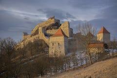 Alba sopra la fortezza di Rupea Fotografie Stock Libere da Diritti