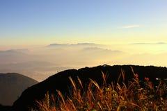 Alba sopra la montagna, Tailandia Fotografie Stock Libere da Diritti