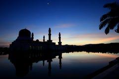 Alba sopra la moschea in Kota Kinabalu Sabah Malaysia Immagini Stock