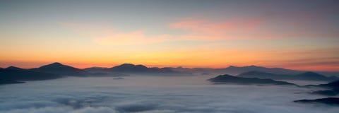 Alba sopra la nebbia Fotografie Stock Libere da Diritti