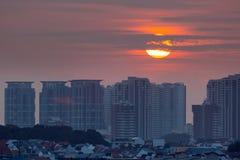 Alba sopra la vicinanza residenziale di Singapore Fotografie Stock Libere da Diritti