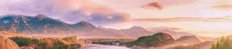 Alba sopra le montagne e la valle fotografia stock libera da diritti