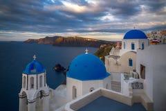 Alba sopra OIA, Santorini fotografia stock