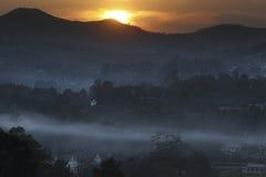 Alba sopra Taunggyi - Shan State - il Myanmar immagini stock