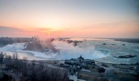 Alba spettacolare al cascate del Niagara Immagine Stock