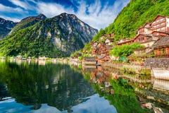 Alba strabiliante nel lago della montagna in Hallstatt, alpi, Austria, Europa Fotografie Stock Libere da Diritti
