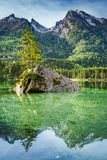 Alba strabiliante nel lago Hintersee in alpi Fotografie Stock Libere da Diritti