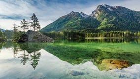 Alba strabiliante nel lago Hintersee in alpi, Germania, Europa Fotografia Stock