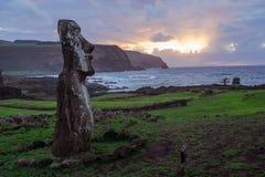 Alba su Isla de Pascua Rapa Nui Isola di pasqua Threesome Fotografie Stock