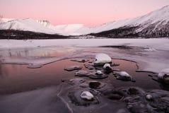 Alba su un lago della montagna Immagini Stock Libere da Diritti