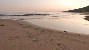 Alba su una spiaggia baltica nordica 4k UHD video d archivio