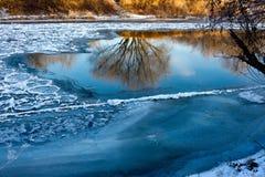 Alba sul fiume Inya Immagini Stock