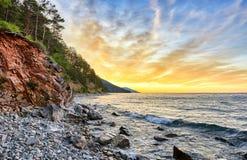 Alba sul lago Baikal a luglio fotografia stock libera da diritti