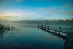 Alba sul lago in Finlandia all'estremità del ` s di estate Immagine Stock Libera da Diritti