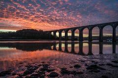 Alba sul lynher del fiume con il bello cielo, Cornovaglia, Regno Unito Fotografia Stock