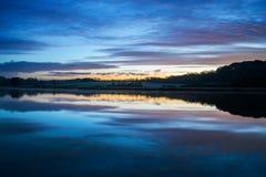Alba sul lynher del fiume con il bello cielo e riflessioni ai tedeschi della st, Cornovaglia, Regno Unito Immagini Stock Libere da Diritti