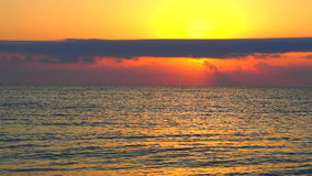 Alba sul video della spiaggia con il suono archivi video