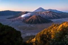 Alba sul vulcano Bromo immagini stock libere da diritti