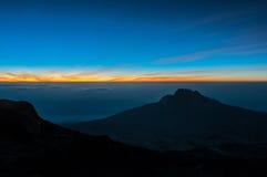 Alba sulla notte della sommità, Kilimanjaro Immagini Stock
