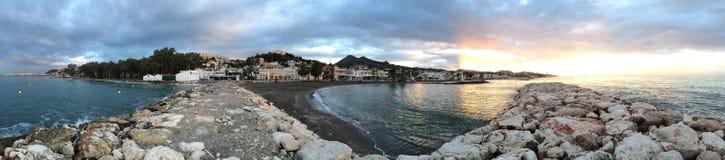 Alba sulla spiaggia, Malaga, Andalusia, Spagna Immagine Stock