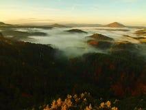 Alba in una bella montagna della Ceco-Sassonia Svizzera Fotografia Stock Libera da Diritti