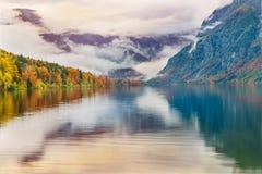 Alba variopinta di autunno sul lago Bohinj Immagine Stock Libera da Diritti