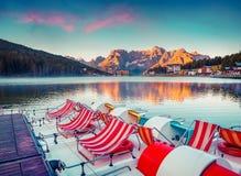 Alba variopinta di estate sul lago Misurina Fotografie Stock Libere da Diritti