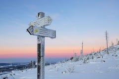 Alba variopinta incredibile sopra le alpi, tiro dalle colline di Sumava Fenomeno astronomico - la cinghia del Venere Fotografie Stock Libere da Diritti