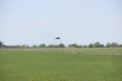 ALBACETE HISZPANIA, KWIECIEŃ, - 11: Militarny myśliwiec podczas demonstraci w Albacete bazie powietrznej, Los Llanos na Kwietniu 1 zdjęcie stock
