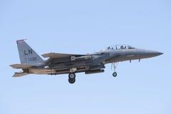 ALBACETE HISZPANIA, KWIECIEŃ, - 11: Militarny myśliwiec podczas demonstraci w Albacete bazie powietrznej, Los Llanos na Kwietniu 1 fotografia royalty free
