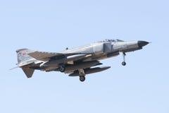 ALBACETE HISZPANIA, KWIECIEŃ, - 11: Militarny myśliwiec podczas demonstraci w Albacete bazie powietrznej, Los Llanos na Kwietniu 1 obrazy royalty free