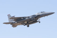 ALBACETE HISZPANIA, KWIECIEŃ, - 11: Militarny myśliwiec podczas demonstraci w Albacete bazie powietrznej, Los Llanos na Kwietniu 1 obraz royalty free