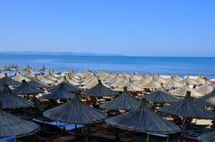 albacoren Strand i semesterortområdet Durres royaltyfri foto