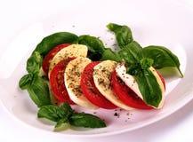Albahaca de los tomates de cereza de la mozzarella fotos de archivo libres de regalías