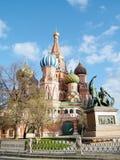 Albahaca del santo de Moscú haber bendecido y el monumento 2011 Foto de archivo libre de regalías
