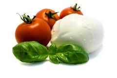 Albahaca del tomate de la mozzarella aislada en el fondo blanco fotografía de archivo