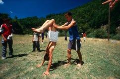 Albanese en Servische kinderen die, Kosovo spelen. Royalty-vrije Stock Foto
