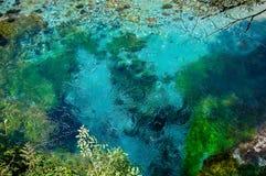 2016, Albanië, Syri en kalter mooi turquise water stock fotografie