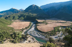 albania bergflod Arkivbild