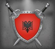 albania flagę Osłona z flaga państowowa Dwa Krzyżujący Swor royalty ilustracja