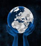 Albania na kuli ziemskiej w rękach ilustracji