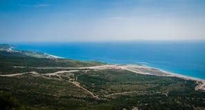 2016, Albanien, Nationalpark Llogara, Llogara-Durchlauf Vlore-Grafschaft, Ansicht zur Bucht und Strand Lizenzfreies Stockfoto