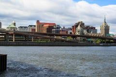 Albany NY de enfrente de Hudson River en Rensselaer Foto de archivo
