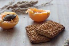 Albaricoques y oídos de las galletas Fotografía de archivo libre de regalías