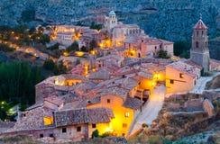 Albarracin全视图在晚上 库存图片
