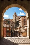 Albarracin,阿拉贡,西班牙 中世纪城市Albarrac被构筑的看法  库存照片