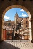 Albarracin Aragon, Spanien Inramad sikt av den medeltida staden Albarrac Arkivfoto