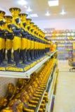 Albasten vaas en beeldje in Egyptische herinneringswinkel royalty-vrije stock foto