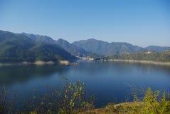 Albe di un lago Fotografie Stock Libere da Diritti